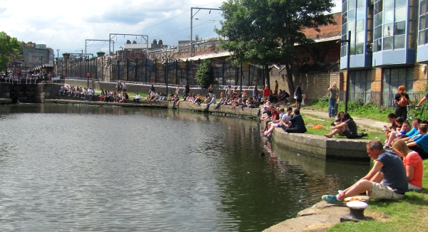 Post image for Walking the Regent's Canal towpath towards the Camden Market